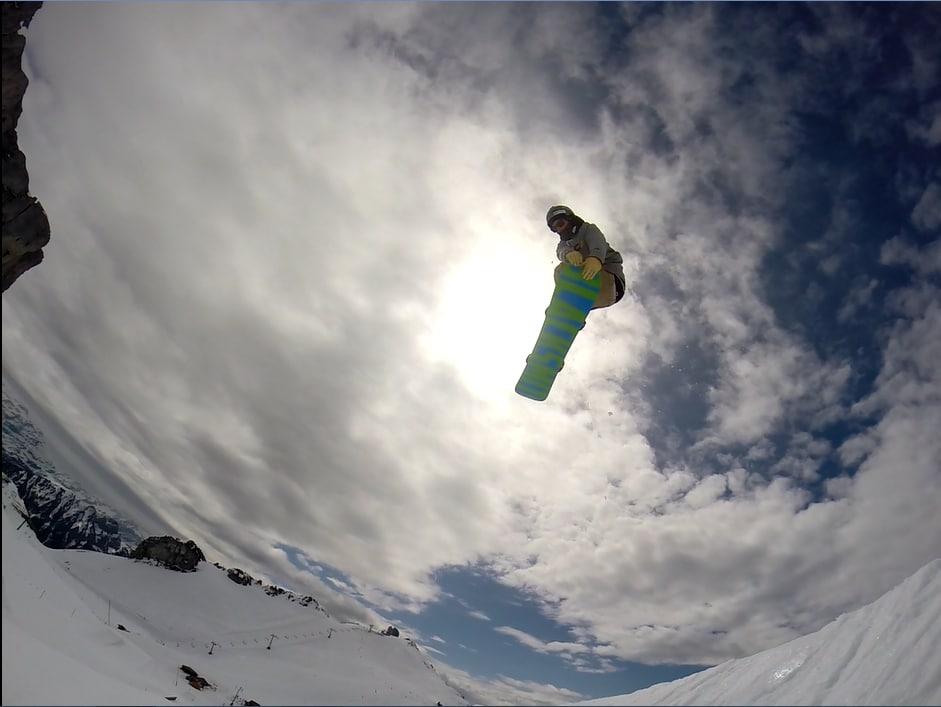 nomad snowboard, nomadsnowboard, joel bardoux, bardoux joel, black smith snowboard, double tail grab, rocket tail, Suisse, Leysin, snowboard, snowpark, Berneuse, restaurant tournant
