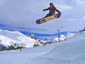 joel bardoux, tail grab, snowboard, méribel, 4 vallées