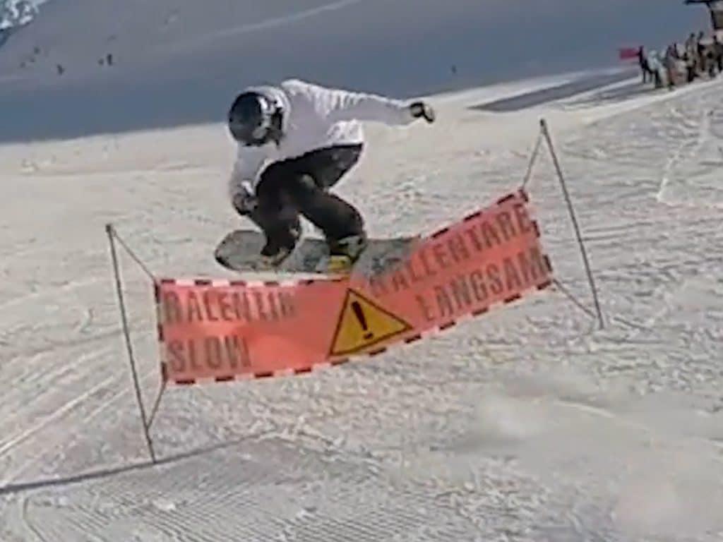 nomad snowboard, ollie snowboard, ollie over slow sign, ollie au dessus d'une banderole ranlentir