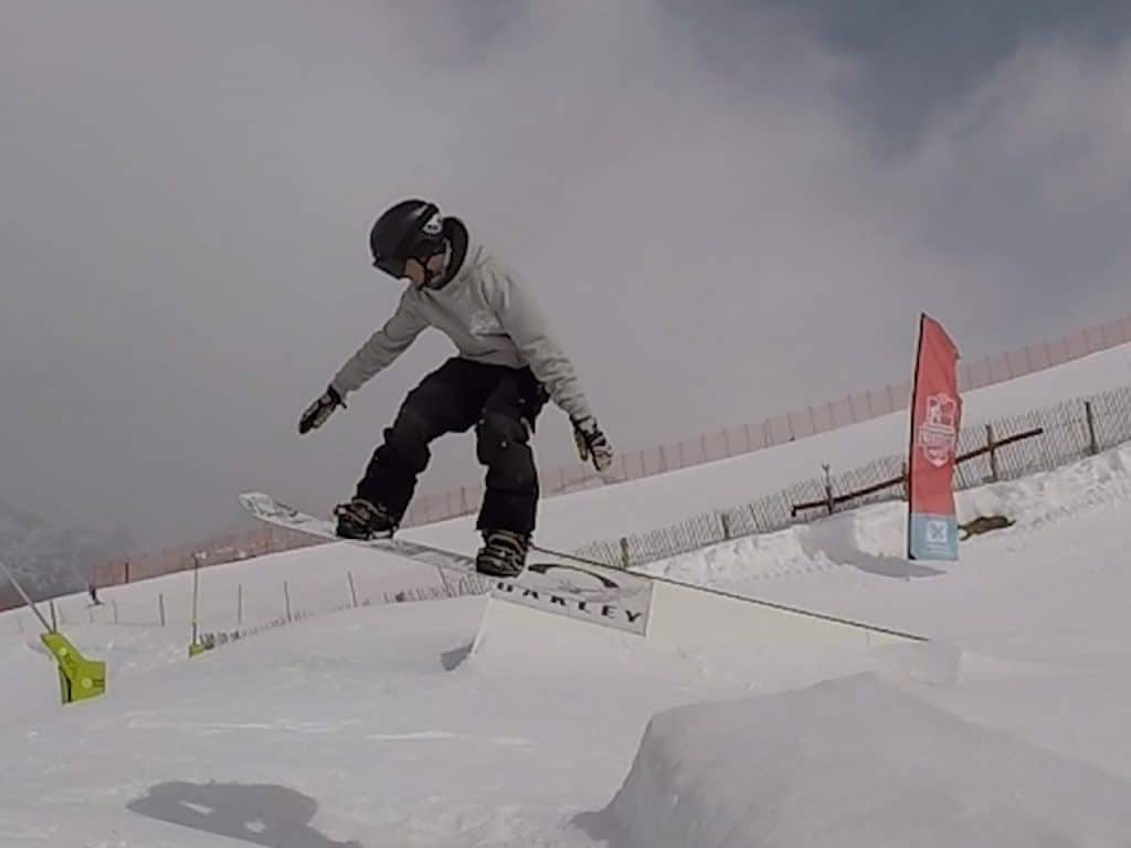 saut en snowboard, comment sauter en snowboard, phase aerienne saut snowboard