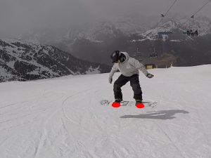 snowboard, saut depuis les pointes de pieds. saut en traversé, saut depuis les deux jambes, nomad snowboard, tutoriel sauter en snowboard