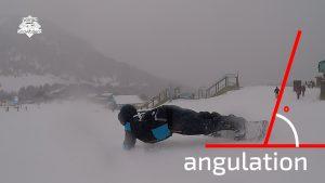joel bardoux de nomad snowboard en carving. le tricks est un elbow carve ou euro carve. Il est en uniforme de Grand Valira en Andorre.